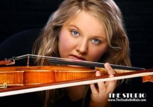 Raphaëlle Siemers met moderne viool van Hans de Louter