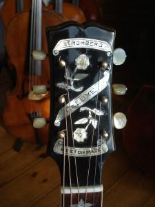 Stromberg gitaar de kop met paarlemoer