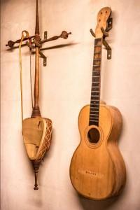 2 instrumenten, restauratie waardig