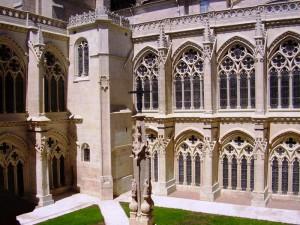 binnenplaats in het klooster van de kathedraal