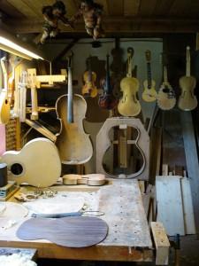 het atelier met zijn instrumenten