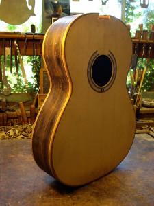 7-snarige gitaar, corpus