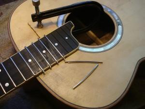 het fretten van de gitaar