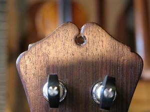 lyra-mandoline, de achterkant van de kop; twee liefkozende duiven