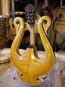 lyra-mandoline, de achterkant van het instrument bestaat uit 2 delen handgestoken esdoorn