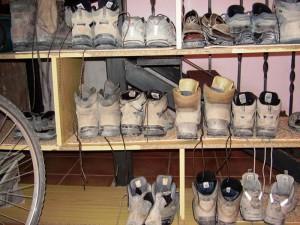 mijn sandalen tussen het overig schoeisel
